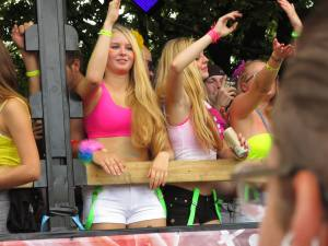 Street Parade 2014 - Hot girls on a love mobile
